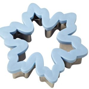 2 Wilton Comfort Grip Snowflake Cookie Cutters